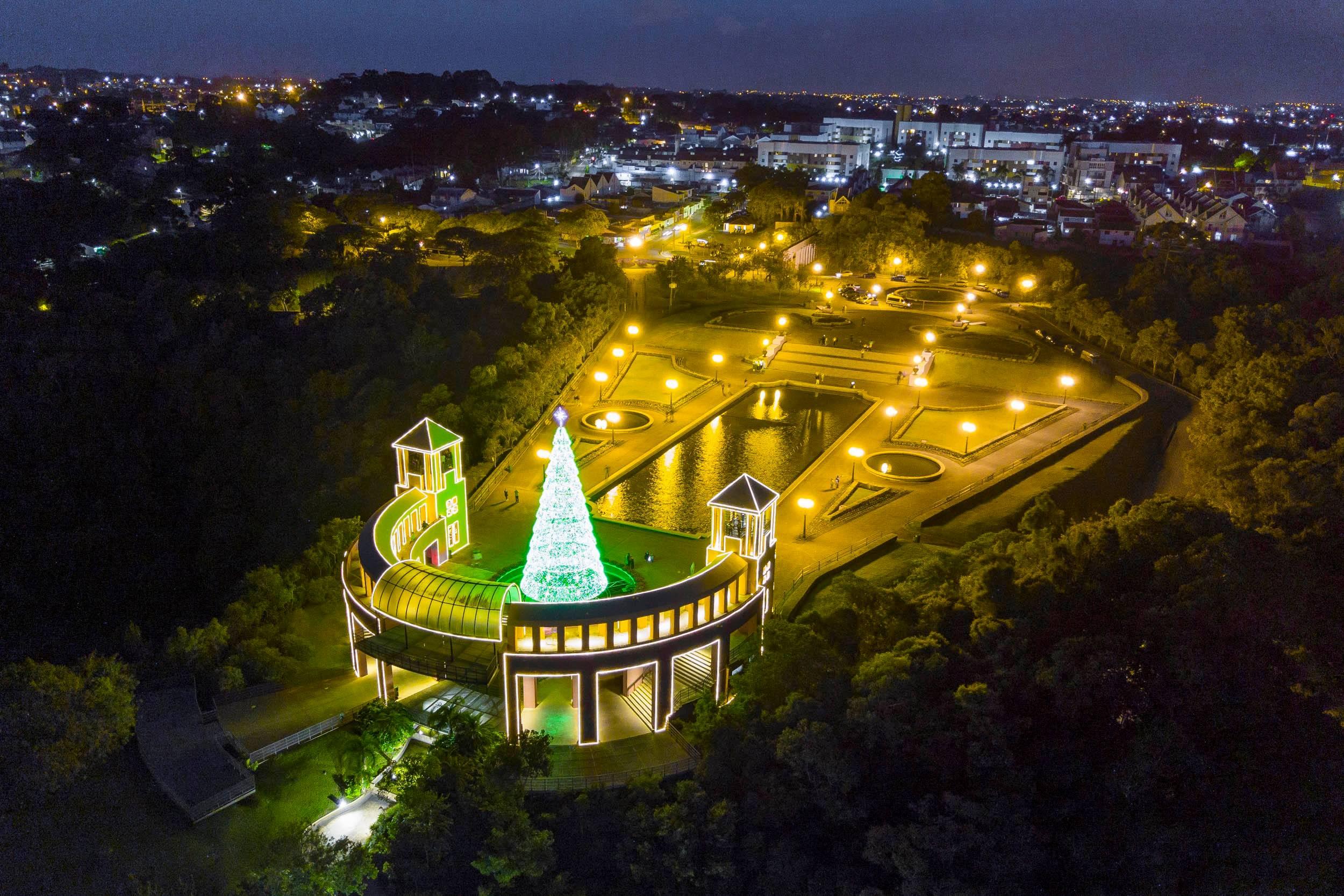 O parque Tanguá recebeu no ano passado super arvore de natal de apresentação musicais. Foto: Daniel Castellano / SMCS