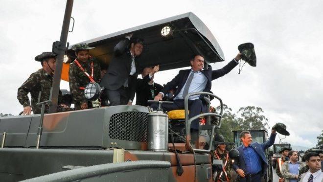 O Presidente da República, Jair Bolsonaro, durante visita a Canteiro de Obras da BR-116 e Cumprimento a Integrantes do 4º Grupamento de Engenharia do Exército Brasileiro.