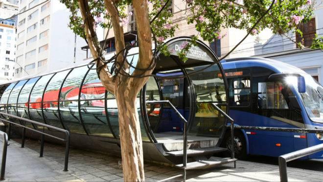 Suspeito de importunação sexual foi detido por passaeiros na estação-tubo da Praça Carlos Gomes.