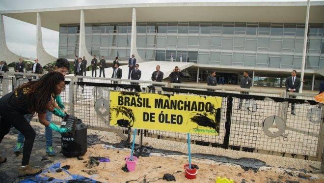 Protesto contra óleo no Nordeste é realizado pelo Greenpeace