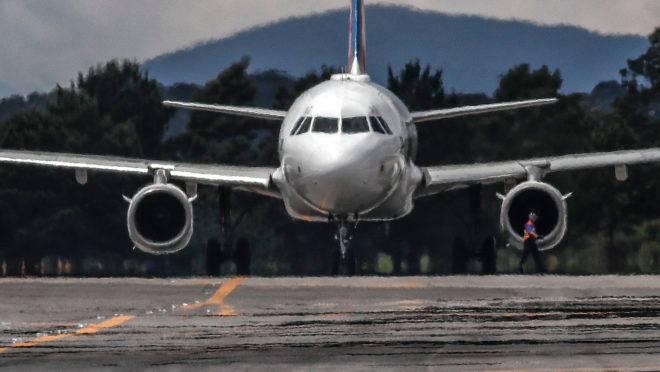 Companhias aéreas começam a retomar voos regulares, mas admitem que ritmo pré-pandemia no Brasil só deve voltar em 2021.