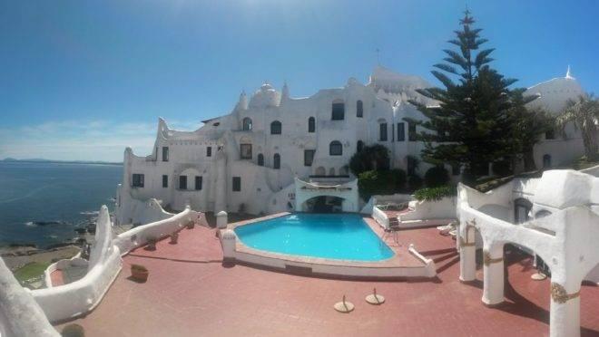 Casa Pueblo, no Uruguai. O país é o único da América do Sul a figurar na importante lista de viagem.