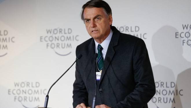 Em Davos, o presidente Jair Bolsonaro afirmou ter como meta colocar o país entre os 50 primeiros colocados até 2022