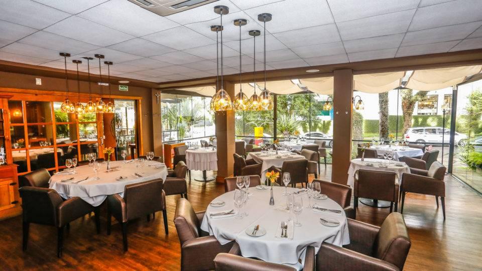 Conheça restaurantes ideais para uma reunião de negócios (e com desconto)