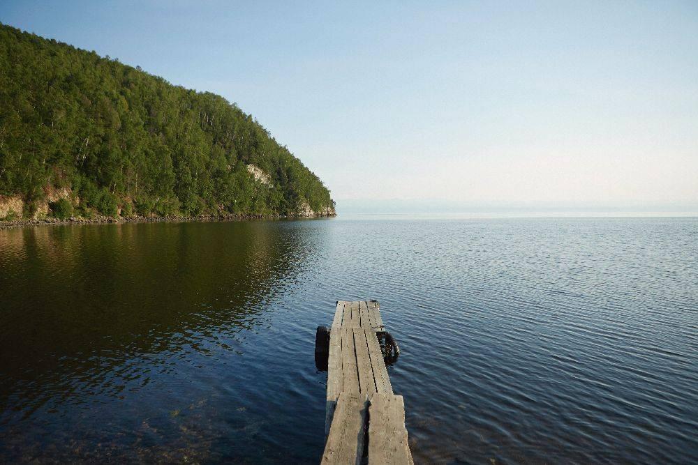 O Lago Baikal, o maior de água doce do mundo, localizado na Sibéria. Foto: Divulgação.