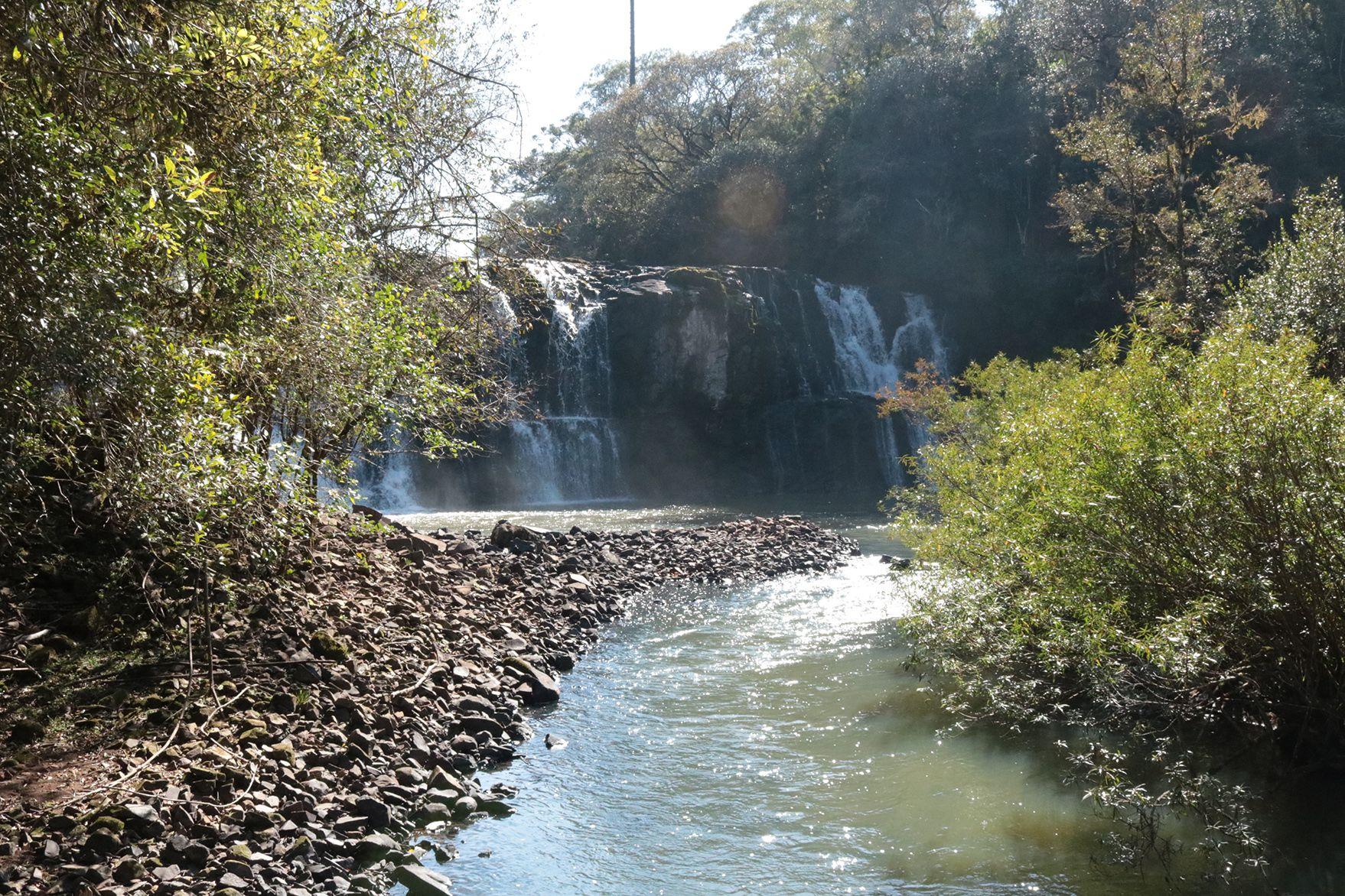 A região é repleta de cachoeiras, cavernas e sítios arqueológicos que encantam os turistas. Foto: Prefeitura de Turvo/Divulgação