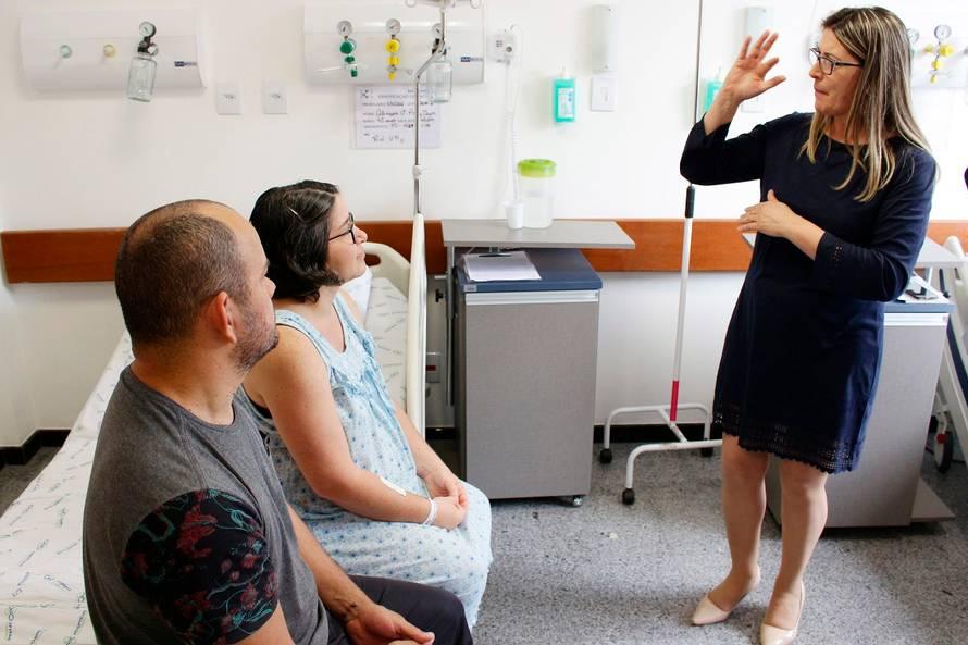 A intérprete também acompanhou os pais em consultas após o nascimento do bebê.