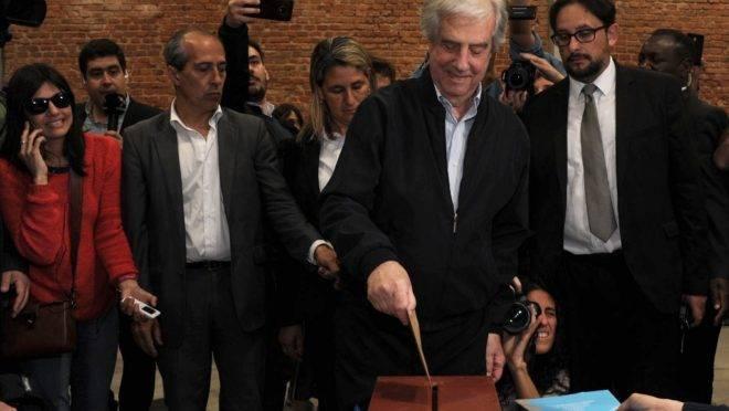 O presidente do Uruguai, Tabare Vazquez, vota nas eleições gerais do país em Montevidéu, 27 de outubro de 2019