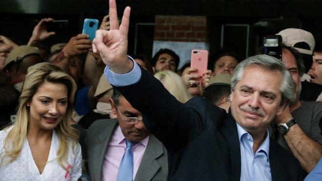 Candidato à presidência da Argentina Alberto Fernández, após votar em Buenos Aires