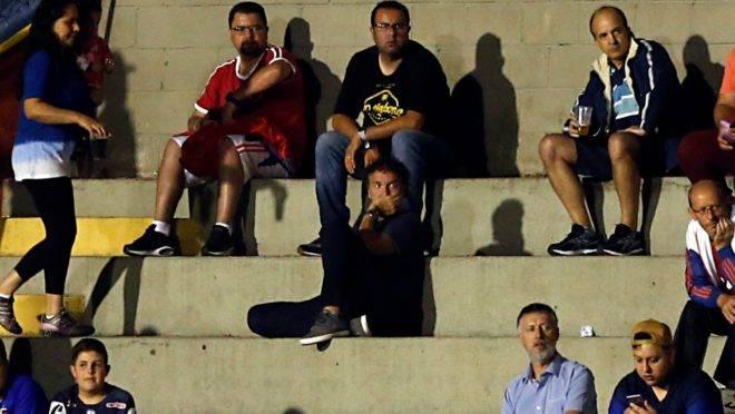O técnico Cuca assistiu à vitória do Paraná na arquibancada da Vila Capanema