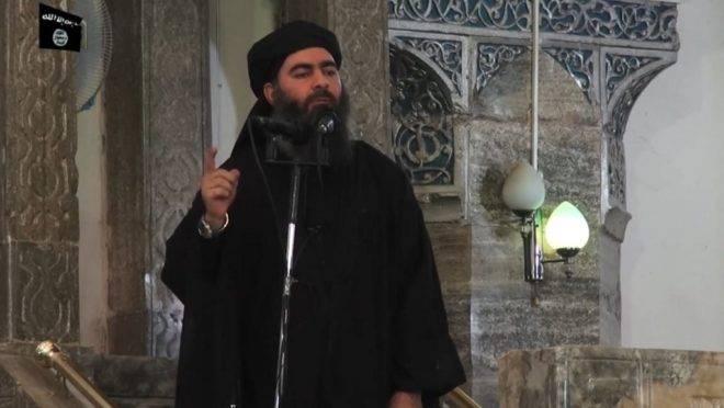 O líder do grupo terrorista Estado Islâmico, Abu Bakr al-Baghdadi, em vídeo de propaganda de julho de 2014