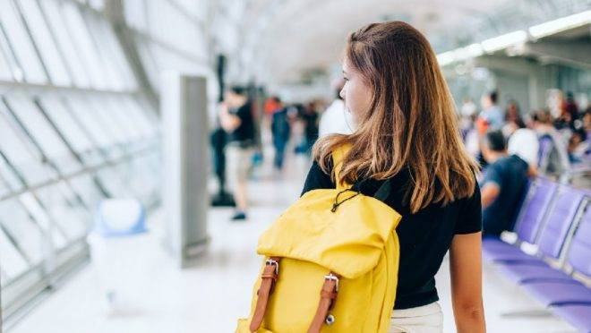 Agora, todo passageiro maior de 12 anos deve apresentar documento de identificação civil (com foto) e com validade em todo o território brasileiro para embarque em voo doméstico.