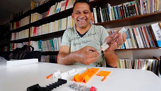 Antônio perdeu parte da visão por causa de diabetes e inventou um mecanismo que ajuda ele a saber a quantidade de insulina a ser aplicada
