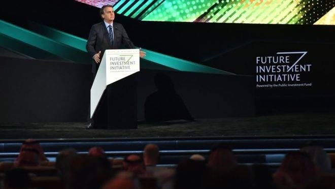 Jair Bolsonaro na Future Investment Initiative (FII). O presidente fechou dezenas de acordos durante a viagem a Ásia e Oriente Médio.