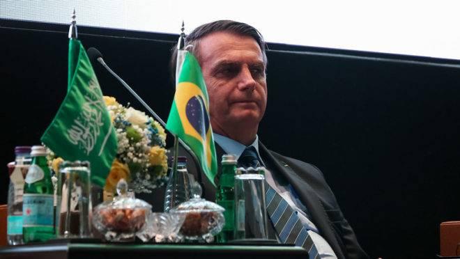 Bolsonaro passou a noite em claro na Arábia Saudita, após a divulgação da reportagem no Jornal Nacional.