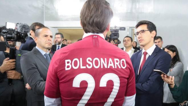 Presidente da República, Jair Bolsonaro durante Visita ao estádio de futebol Al Janoub.