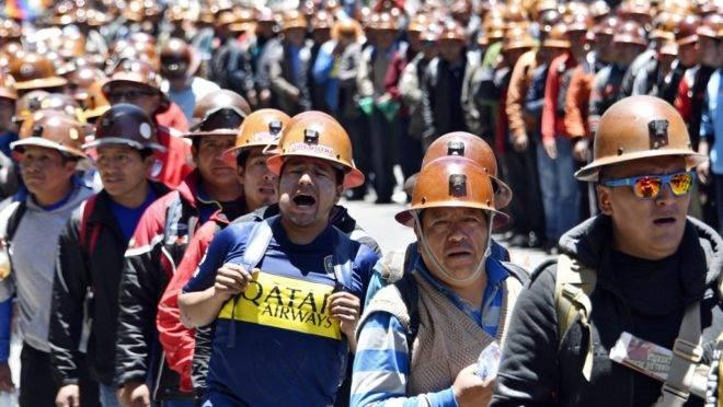 Trabalhadores mineiros que apoiam o presidente da Bolívia, Evo Morales, pedem que o resultado da eleição seja respeitado em protesto em La Paz, 30 de outubro de 2019
