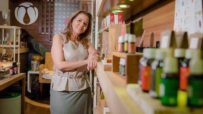 A Cativa tem, atualmente, 136 produtos – entre a linha de maquiagem, cabelo, corpo e banho, entre outros – cinco lojas e 600 pontos de venda pelo Brasil.