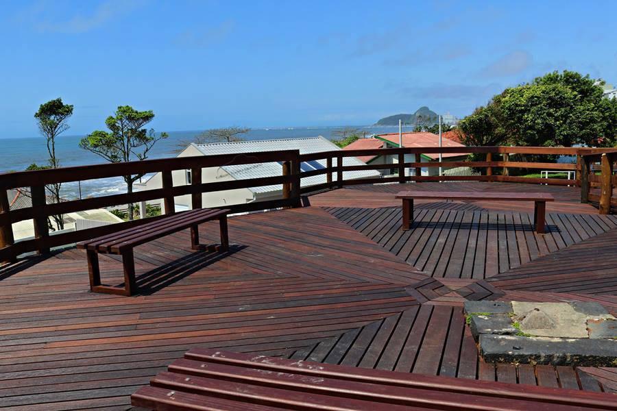 Estrutura de madeira foi totalmente reformada e terá modulo de segurança 24 horas. Foto: Prefeitura de Matinhos/ Divulgação
