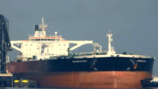 Navio grego Boubalina é acusado pelo derrame do óleo que atingiu a costa nordestina.