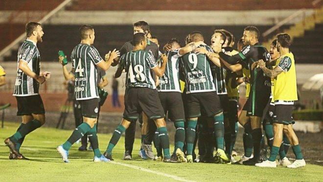 Time do Coritiba comemora o gol da vitória contra o Botafogo-SP. Foto: Raphael Vinicius Brauhardt/Coritiba Foot Ball Club