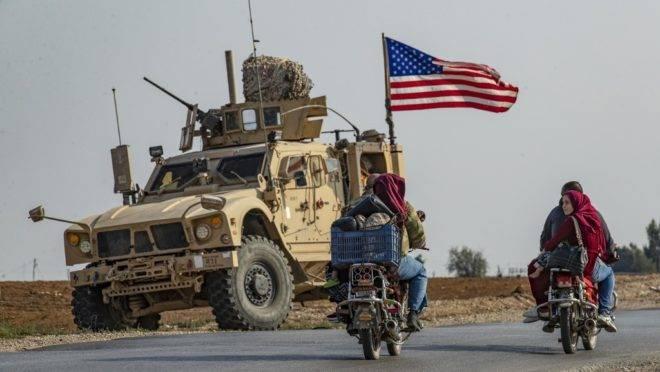 Veículo militar americano passa pela cidade de Qamishli, no nordeste da Síria, 26 de outubro de 2019