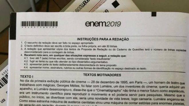 Foto da prova de redação do Enem começou a circular em grupos de WhatsApp por volta das 15h.
