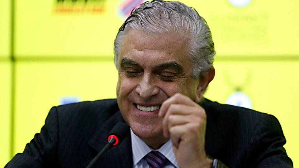 Decisão sobre torcida nos estádios é adiada após discussão envolvendo Petraglia, CBF e Ferj