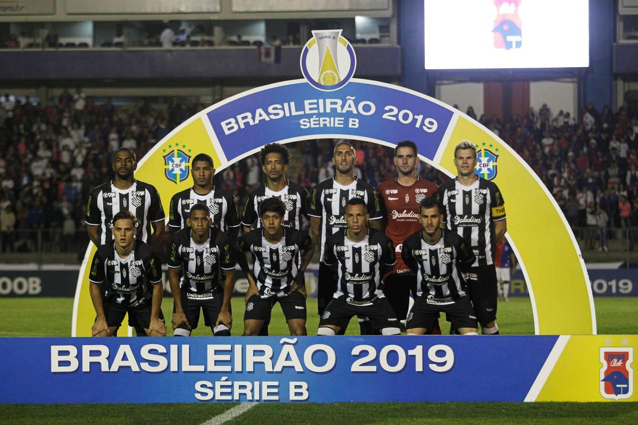 Figueirense teve problemas desde que passou a ser gerido por uma empresa. Jogadores se negaram a jogar após salários atrasados na Série B