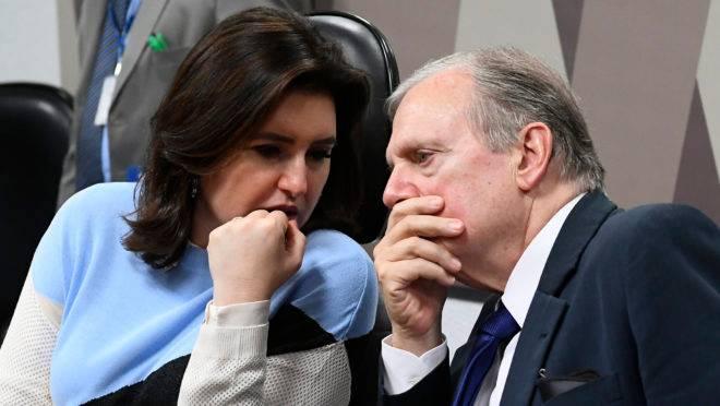 Simone Tebet, presidente da CCJ do Senado, e Tasso Jereissati, que sugeriu a PEC Paralela da Previdência: proposta pode desidratar mais a economia para os cofres públicos.