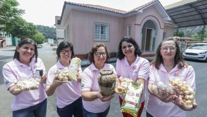 As cafeicultoras da Associação de Mulheres Empreendedoras da Agricultura Familiar de Vila Pontões, em Afonso Cláudio (ES), estão tomando a dianteira na produção de cafés especiais e outros produtos.