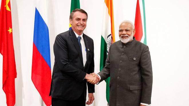 Bolsonaro com o primeiro- ministro da Índia, Narenda Modi, durante encontro do G20.