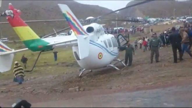 Helicóptero do presidente boliviano Evo Morales, que precisou fazer um pouso de emergência após falha mecânica