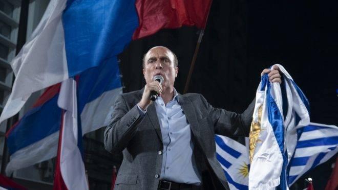 Daniel Martínez, candidato à presidência do Uruguai pela coalizão de esquerda Frente Ampla, na sede do partido após o primeiro turno das eleições, 27 de outubro de 2019