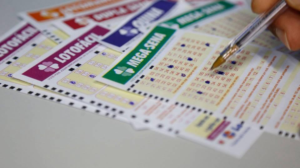 Justiça nega pedido de casal que teria colocado bilhete premiado da Mega-Sena na máquina de lavar