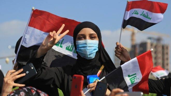 Iraquianos participam de protestos contra o governo na cidade de Kerbala, 31 de outubro de 2019