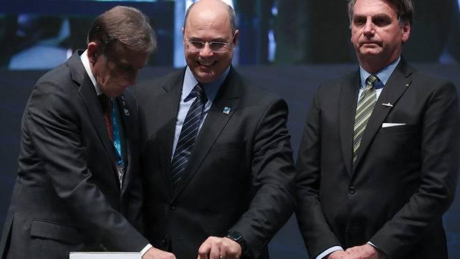 Bolsonaro acusa o governador Witzel de vazar informações da investigação sobre o caso Marielle para prejudicá-lo.