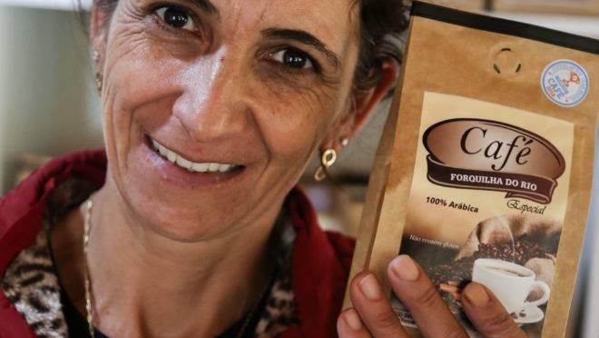 Altilina e o esposo, Afonso, de Dores do Rio Preto (ES), montaram uma cafeteria na sede da fazenda, que produz cafés especiais. Hoje o turismo do café responde por 50% dos visitantes que visitam a região do Caparaó.