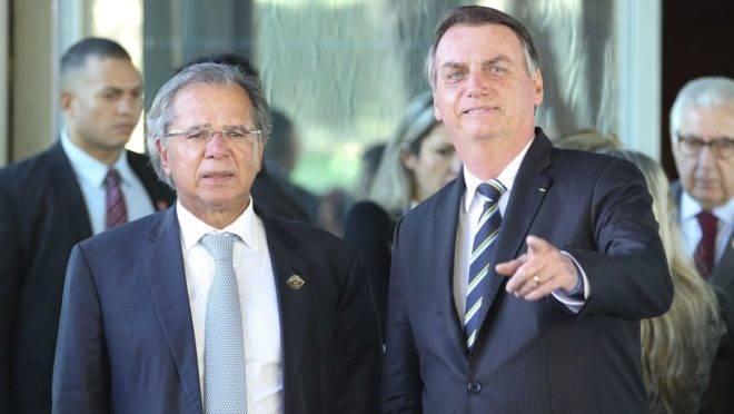 Presidente Jair Bolsonaro e o ministro da Economia, Paulo Guedes, vão ao Congresso nesta terça-feira