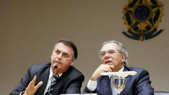 O presidente Jair Bolsonaro e o ministro da Economia, Paulo Guedes.