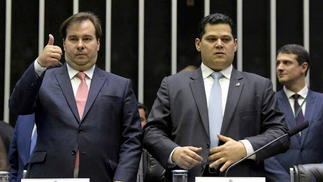 Rodrigo Maia (DEM-RJ) e Davi Alcolumbre (DEM-AP) na 1ª sessão solene do Congresso em 2019