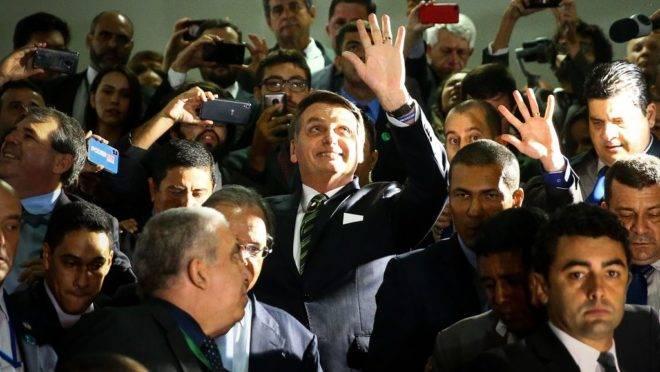O presidente Jair Bolsonaro, e o ministro da Economia, Paulo Guedes, deixam o Congresso após entrega do Plano mais Brasil – Transformação do Estado ao presidente do Congresso Nacional, Davi Alcolumbre