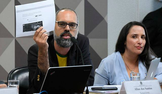 A CPMI das Fake News, que investiga a divulgação de notícias falsas nas redes sociais e assédio virtual, ouve jornalista Allan dos Santos, um dos fundadores do blog Terça Livre.