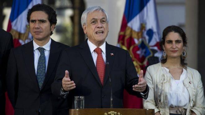 O presidente do Chile, Sebastián Piñera, fala durante cerimônia de assinatura de um acordo de garantia de salário mínimo, parte das ações do governo para atender as demandas dos manifestantes após semanas de protestos, 6 de novembro