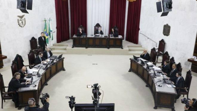 Sessão do TCE, nesta quarta-feira (6), foi dedicada à análise das contas de 2018 do governo do Paraná