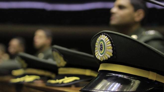 Governo espera contar com 7 mil militares da reserva