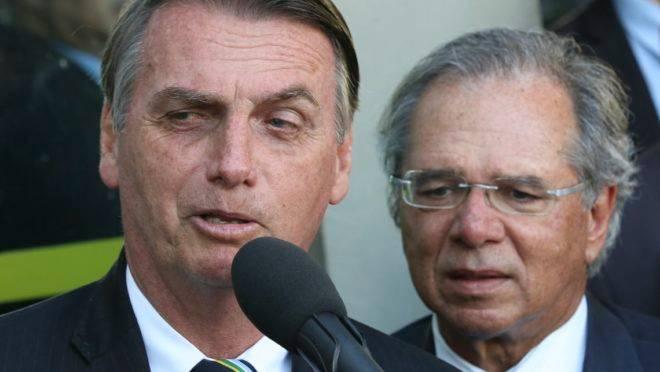 Bolsonaro e Guedes apresentaram reforma administrativa, que inclui extinção de municípios, na terça-feira (5)