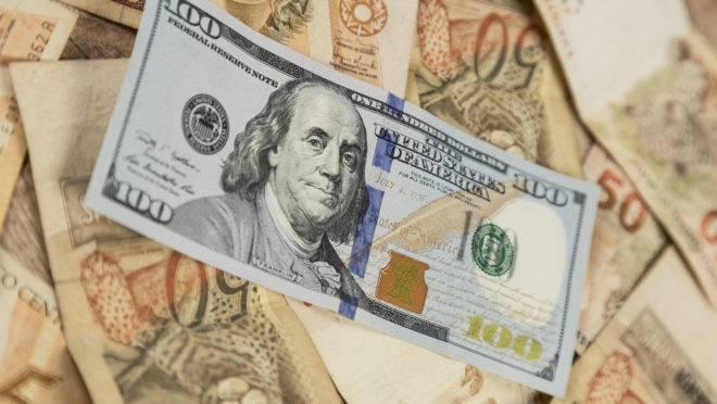 Alta do dólar traz reflexos positivos e negativos na economia brasileira