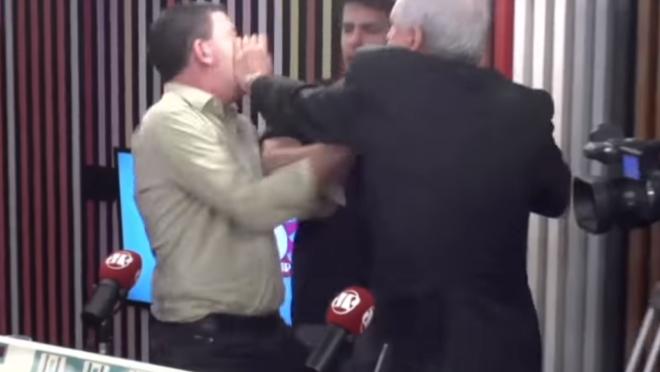 Augusto Nunes agride Glenn Greenwald, que revida: ânimos exaltados.