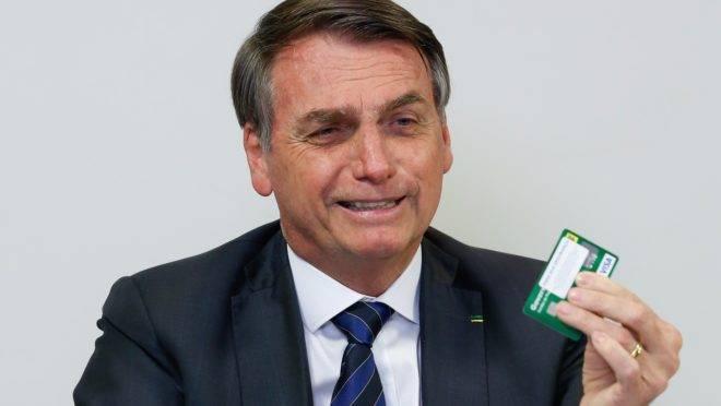 Em live nas redes sociais no dia 8 de agosto, o presidente Jair Bolsonaro prometeu abrir o sigilo do seu cartão corporativo.